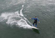 Lucerna Szwajcaria, Czerwiec, - 04, 2017: Surfingowiec na Reuss rzece w L Obraz Royalty Free