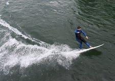 Lucerna Szwajcaria, Czerwiec, - 04, 2017: Surfingowiec na Reuss rzece w L Zdjęcia Royalty Free
