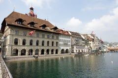 Lucerna, urzędu miasta puszek rzecznym Reuss Zdjęcie Royalty Free