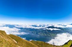 Lucerne湖和阿尔卑斯鸟瞰图从瑞吉峰mounta上面  免版税库存照片