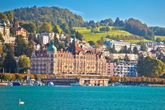 Lucerne湖江边和著名地标视图 库存图片