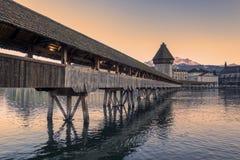 lucerne Bild av Lucerne, Schweiz under skymningblåtttimme royaltyfri bild