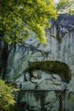 LUCERNE SCHWEIZ - JUNI 3, 2017: Lowendenkmal Lion Monument, är dölejonstatyn som är hängiven till den stupade schweiziska vakten Royaltyfri Bild