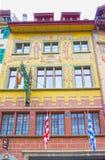 Lucerne Schweiz - Maj 02, 2017: Det gamla huset i Lucerne, Schweiz Arkivfoton