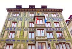 Lucerne Schweiz - Maj 02, 2017: Målningen på väggen av ett hus i Lucerne, Schweiz Royaltyfria Foton