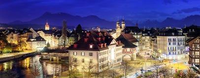 Lucerne Schweiz, panoramautsikt på aftonen Fotografering för Bildbyråer