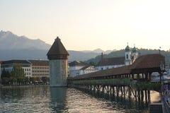 Lucerne Schweiz - September 2,2017: Härlig kapellbro med gammal design på den Reuss floden royaltyfri foto