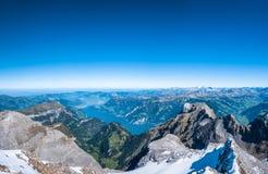 Lucerne sjö och de schweiziska fjällängarna Royaltyfri Foto