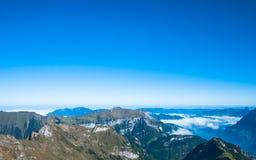 Lucerne sjö och de schweiziska fjällängarna Royaltyfri Bild