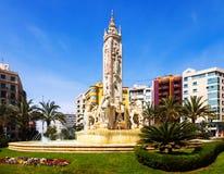 Luceros fyrkant med fontain i Alicante, Spanien arkivbilder