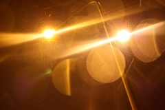 Luces al aire libre en tiempo lluvioso en la noche Fotos de archivo