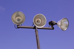 Luces atléticas al aire libre aisladas de la corte Imagen de archivo