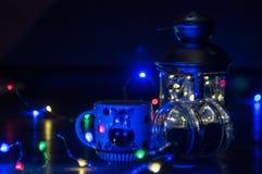Luces azules en la Navidad foto de archivo libre de regalías