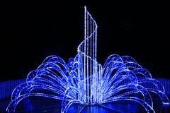 Luces azules hermosas en los días de fiesta del Año Nuevo en la noche Foto de archivo libre de regalías