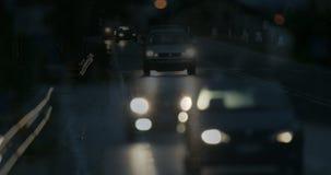 Luces borrosas de coches en tráfico almacen de video