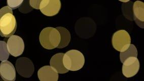 Luces borrosas de los chtistmas sobre fondo oscuro almacen de video