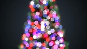 Luces borrosas del árbol de navidad que centellan en bokeh defocused Saludo de la animación inconsútil 3d del fondo Feliz Navidad almacen de video