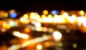 Luces brillantes de oro en fondo oscuro de la noche Imagen de archivo libre de regalías
