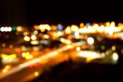 Luces brillantes de oro en fondo oscuro de la noche Fotos de archivo libres de regalías
