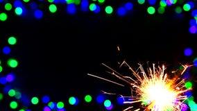 Luces, círculos y chispas o luz de Bengala redondas Defocused o borrosas en marco metrajes