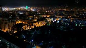 Luces chispeantes de Batumi en la noche, iluminación hermosa de Georgia moderna metrajes