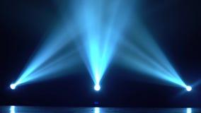 Luces COLOCADAS de la etapa para diversos proyectos almacen de metraje de vídeo