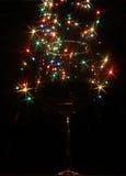 Luces coloreadas bajo la forma de estrella seis-irradiada en el vidrio Foto de archivo
