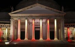 Luces coloreadas en la columnata Fotografía de archivo libre de regalías