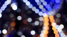Luces coloridas borrosas en la igualación de la calle metrajes