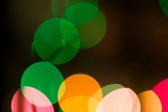 Luces coloridas del bokeh en fondo negro Foto de archivo