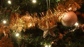 Luces coloridas para el humor de la Navidad almacen de metraje de vídeo