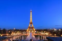 Luces de Eiffel del cielo azul fotos de archivo libres de regalías