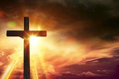 Luces de la bendición del crucifijo Imágenes de archivo libres de regalías