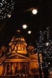 Luces de la catedral y de la Navidad del ` s del St Isaac Imágenes de archivo libres de regalías