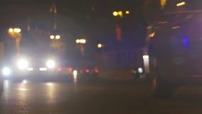 Luces de la ciudad de la noche y fondo del tráfico metrajes