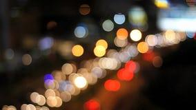 Luces de la ciudad del tráfico - escena del bokeh almacen de metraje de vídeo
