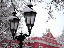 Luces de la ciudad de Nite debajo de la nieve Imágenes de archivo libres de regalías