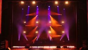 Luces de la etapa con humo en concierto Fondo en la demostraci?n Luces y humo de la etapa stock de ilustración