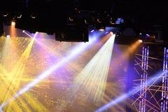 Luces de la etapa durante concierto Foto de archivo libre de regalías