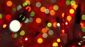 Luces de la Navidad de Bokeh en oscuridad almacen de metraje de vídeo