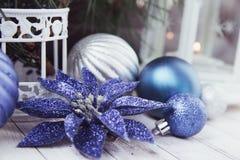 Luces de la Navidad con las bolas Foto de archivo
