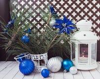 Luces de la Navidad con las bolas Fotos de archivo