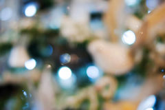 Luces de la Navidad de oro y bokeh azul Imagenes de archivo