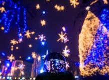 Luces de la Navidad - decoración de la ciudad Foto de archivo libre de regalías