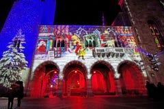 Luces de la Navidad e imágenes de la torre y del palacio antiguos Fotos de archivo libres de regalías
