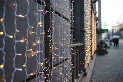 Luces de la Navidad en la calle Imágenes de archivo libres de regalías