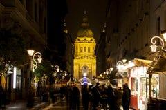 Luces de la Navidad en el St Steven Basilica en Budapest, Hungría Fotos de archivo