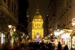 Luces de la Navidad en el St Steven Basilica en Budapest, Hungría Imagen de archivo