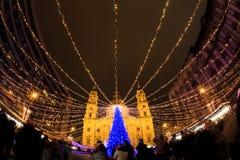 Luces de la Navidad en el St Steven Basilica en Budapest, Hungría Imagen de archivo libre de regalías