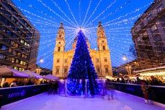 Luces de la Navidad en el St Steven Basilica en Budapest, Hungría Fotografía de archivo
